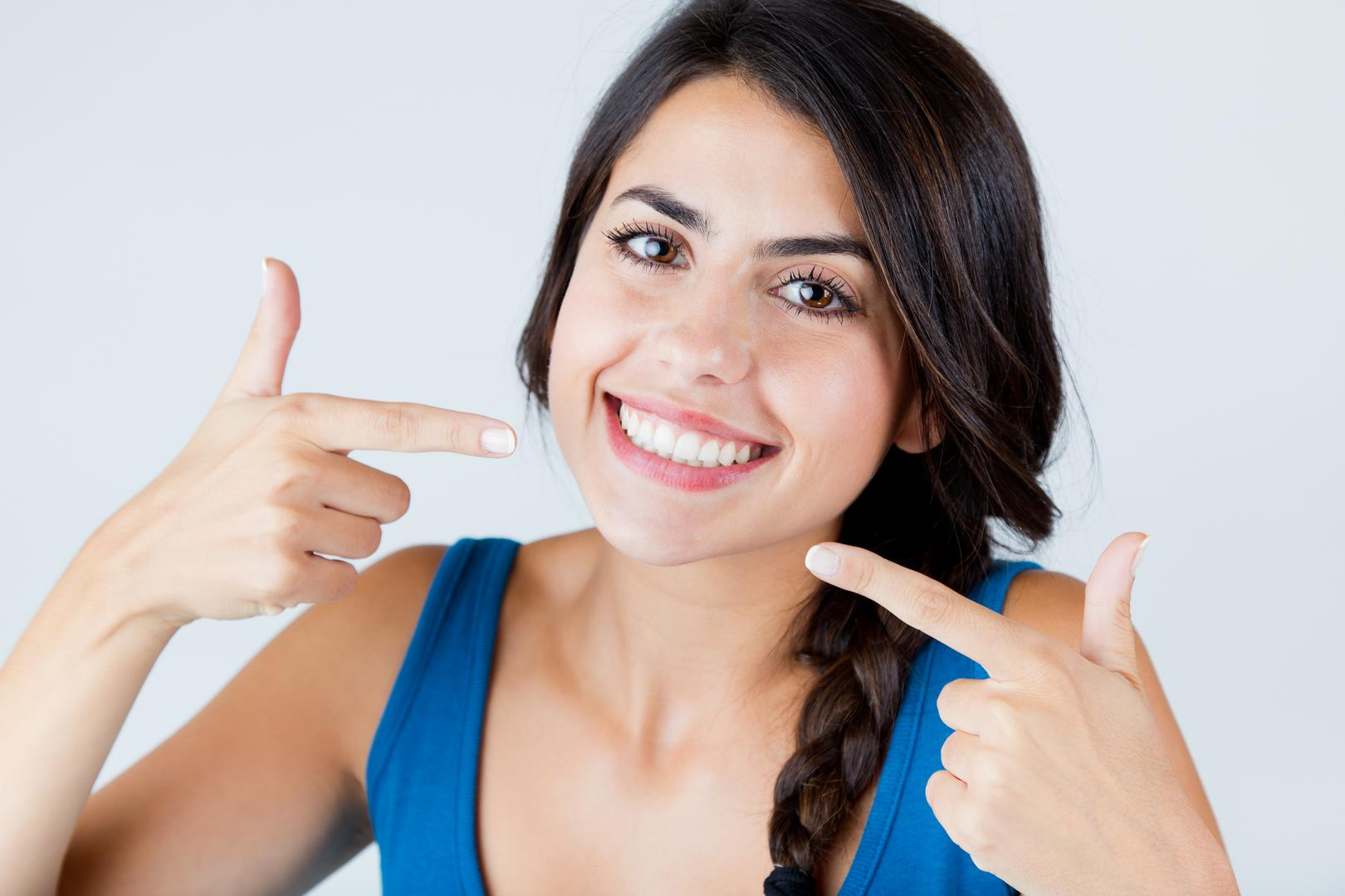 sourire-parfait-dents-blanches-hayouma-ninael-dentiste-marseille-2